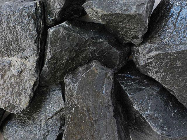Basaltbruch, Schwarz