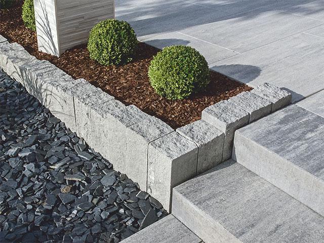 Produktbild Palisade Gutshof 3-seitig gespalten granitgrau-schattiert